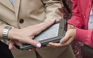 embajador USA londres kindle 300x189 La digitalización de lo más cotidiano o de lo más protocolario