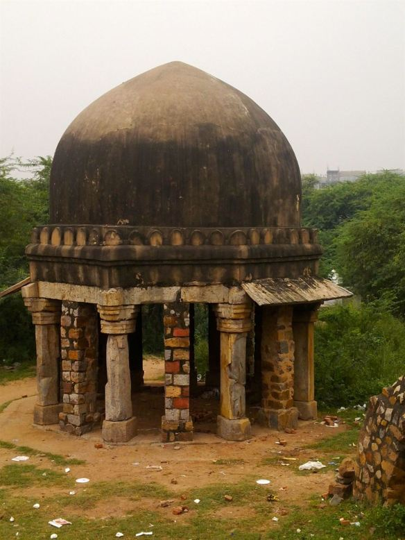 Cenotaph of one of the son's of Iltumish - next to the Sultan Ghari littered by some ignoble souls