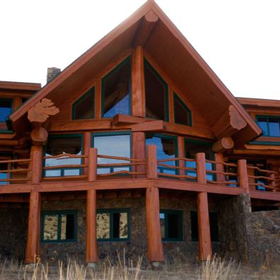 Log home featuring Western red cedar logs from British Columbia.