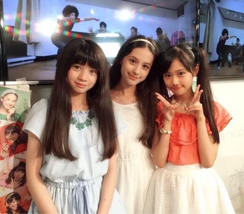 女子小学生11