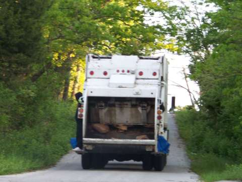 TRASH_TRUCK_GOING_NORTH_ON_BENNINGTON