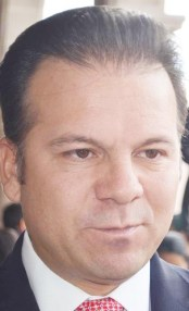 """El """"Médico Especialista C"""", Esteban Villegas Villarreal, la continuidad del bandidaje priísta."""