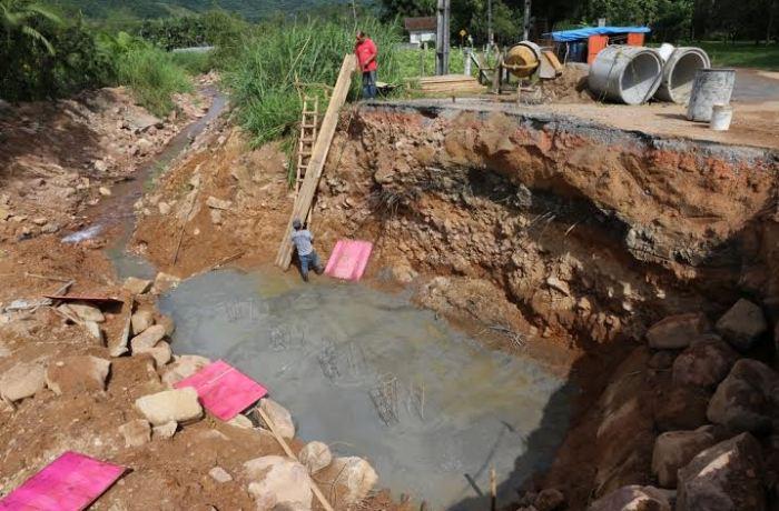 Começa concretagem das cabeceiras de ponte no Ribeirão Grande do Norte