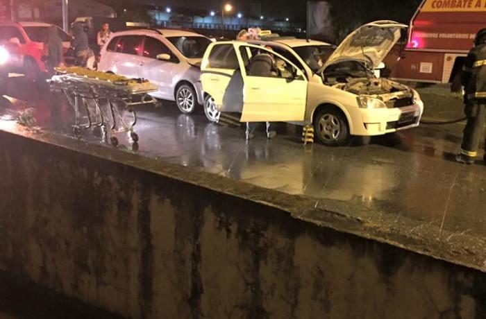 Cerca de seis veículos se envolvem em acidente na Waldemar Grubba