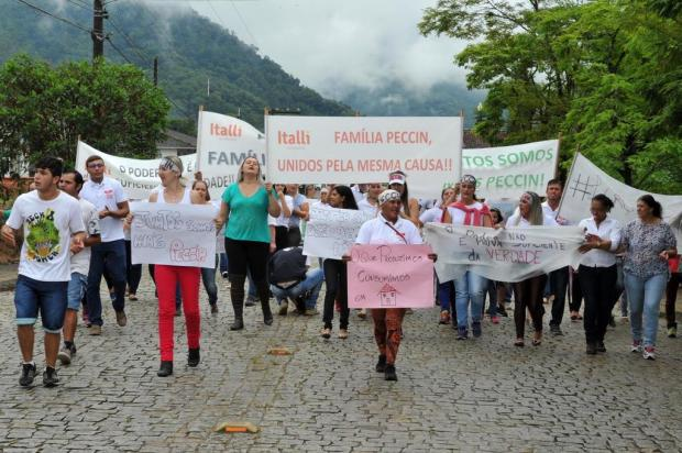 Funcionários de frigorífico de Jaraguá do Sul protestam contra interdição da empresa