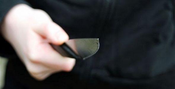 Ladrão armado com faca comete roubo no bairro Chico de Paulo, em Jaraguá