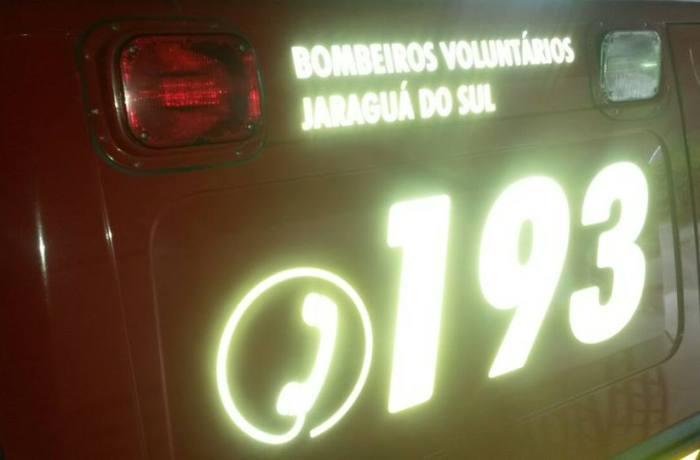 Ciclistas são atropelados por caminhão em Jaraguá e carro em Guaramirim