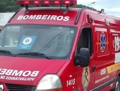 Mulher é levada ao hospital após acidente em Schroeder