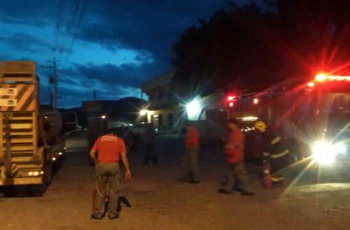Bombeiros Voluntários de Massaranduba combatem incêndio em carreta na SC-108