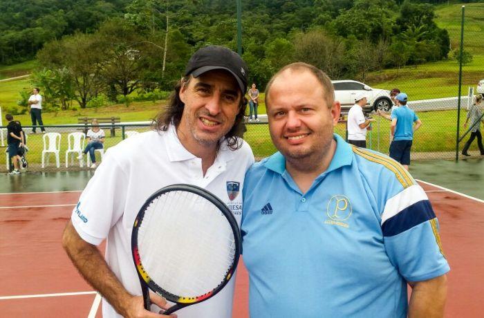 Fininho deu clínica de Tênis em Jaraguá do Sul