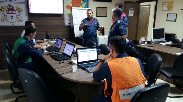 Bombeiros montam operação em Itajaí para atendimentos a vítimas de vendaval