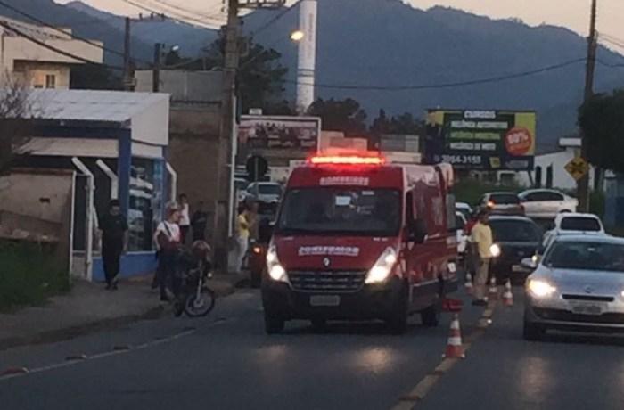Três pessoas são socorridas após acidentes no Rau e no Centro de Jaraguá do Sul