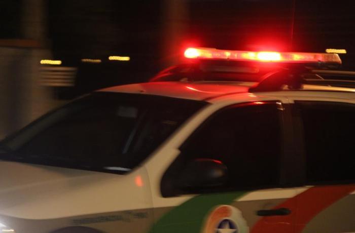 Motorista alcoolizado é preso após acidente entre carro e caminhão na Avenida Prefeito Waldemar Grubba
