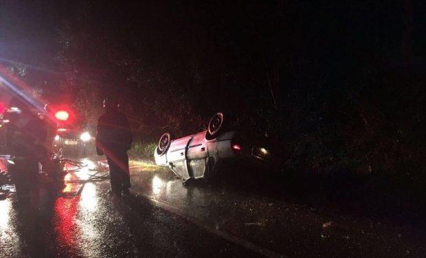 Família de Jaraguá do Sul sofre acidente na BR-470 e uma pessoa morre