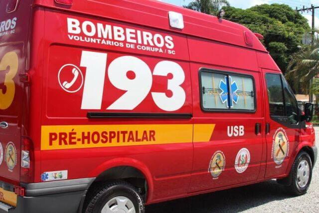 Motociclista ferido em acidente é socorrido pelos bombeiros de Corupá