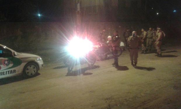 Policial reage a assalto e leva tiro nas nádegas com a própria arma em Joinville