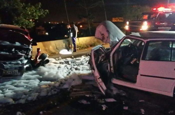 Dois carros se envolvem em acidente no viaduto em Guaramirim