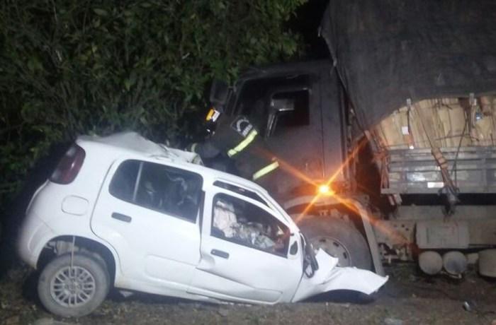 Três morrem em acidentes de trânsito em SC; dois em colisões contra postes