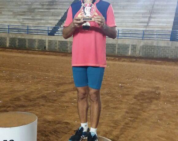 Jaraguaense conquista medalha depois de correr seis horas