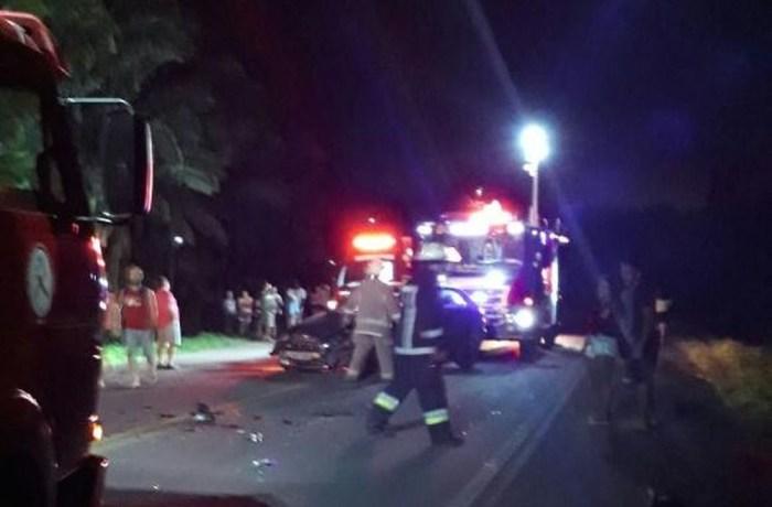 Acidente ocorreu na noite deste sábado (24), em Rodeio (Foto: Bombeiros/ Divulgação)