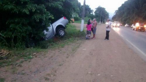 Motorista fica ferido após saída de pista na BR-280, em jaraguá do Sul
