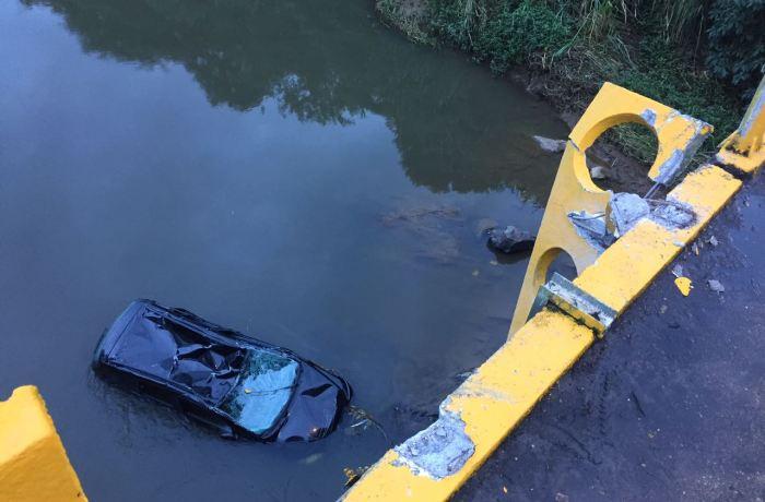 Motorista morre após carro despencar de ponte em Jaraguá do Sul