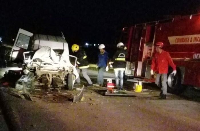 Automóvel bate em caminhão na SC-108, em Massaranduba