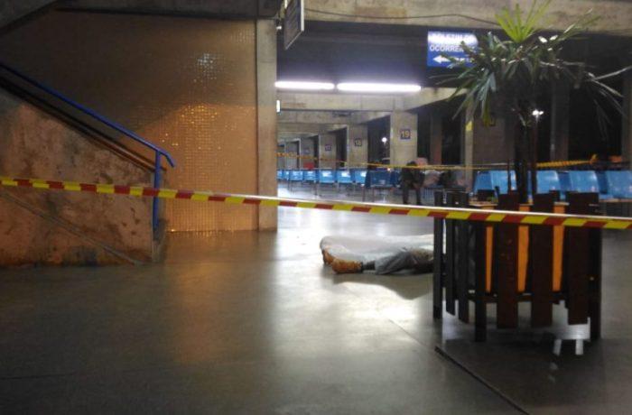 Homem é assassinado no interior da rodoviária de Blumenau