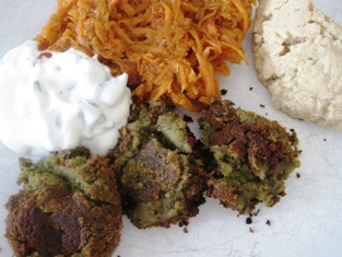Claudia Roden's homemade falafel (3/3)