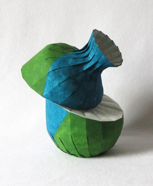 Bent diagonal shift vase