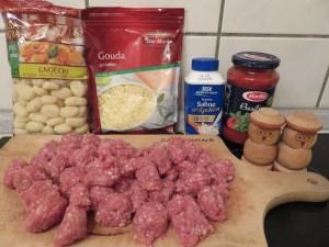 Ingrédients_Gratin de gnocchi, sauce tomates et saucisses