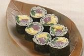 マグロと卵のそば寿司の画像