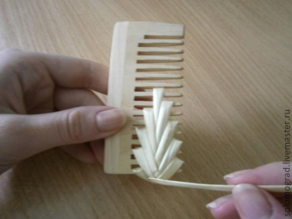 how to weave straw with comb