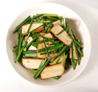 Stir-fry Chinese Chive Blossoms and Tofu