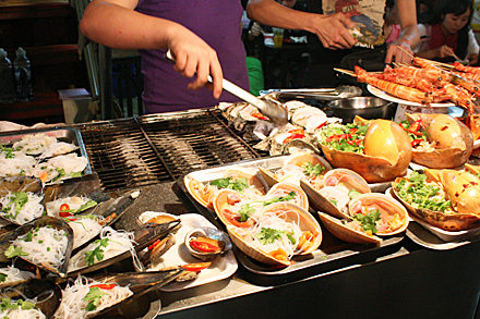 gulangyu-grilling-shellfish