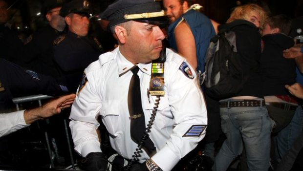 officer_connoly_beats_ows_protestors