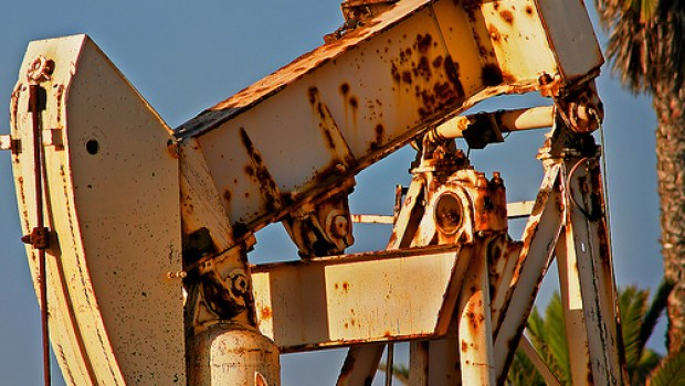 rusting-oil-rig-arbyreed