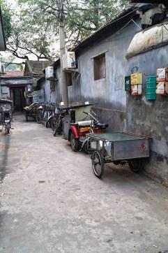 ...bo życie hutongów toczy się w głównej mierze na wąskich i kameralnych uliczkach, zarówno w dzień...