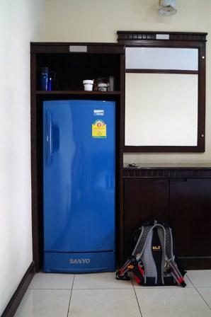lodowkaPrzy panujących tu temperaturach ma się ochotę załadować całą lodówkę zapasem zimnych... napojów ;)