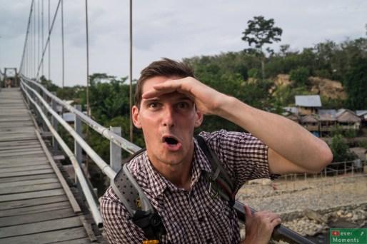 Olo wypatruje orangutanów!