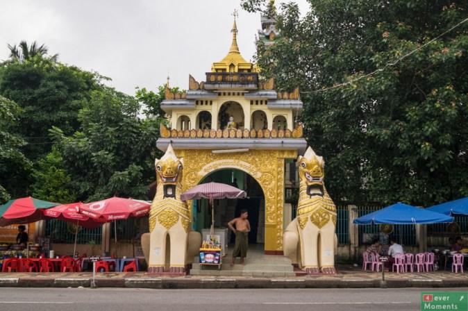 W drodze do Shwedagon Pagoda