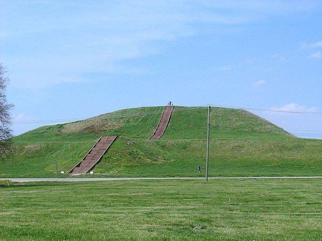 Famoso túmulo de Cahokia, yacimiento amerindio en EEUU.