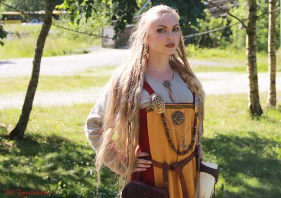 Las mujeres vikingas también viajaban. Crédito imagen: thevikingqueen