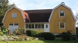 Axel Hålls hus, med verkstaden till vänster.