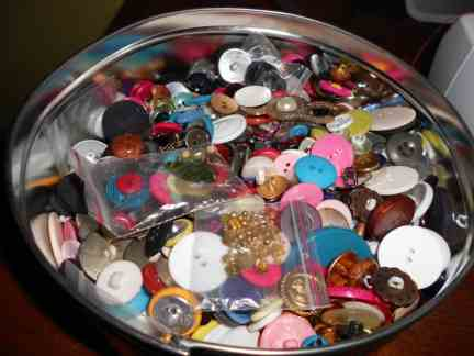 My big tin 'o buttons!