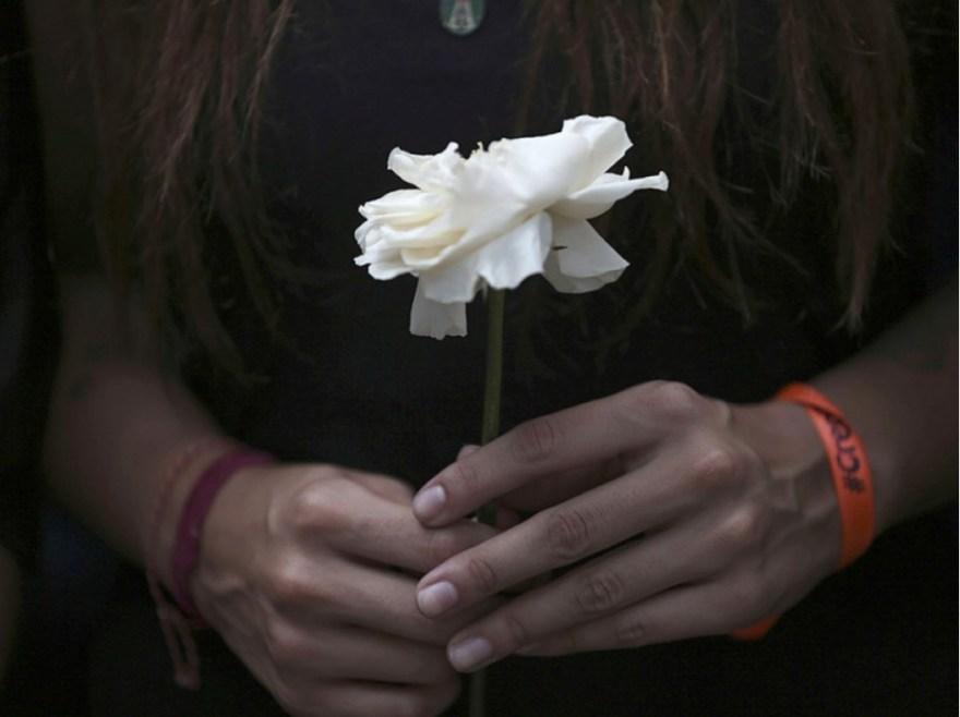 Deux jours plutôt, samedi 22 avril, un hommage silencieux avait été rendu aux manifestants tués dans les affrontements avec la police. Le bilan s'élevait alors à vingt morts.