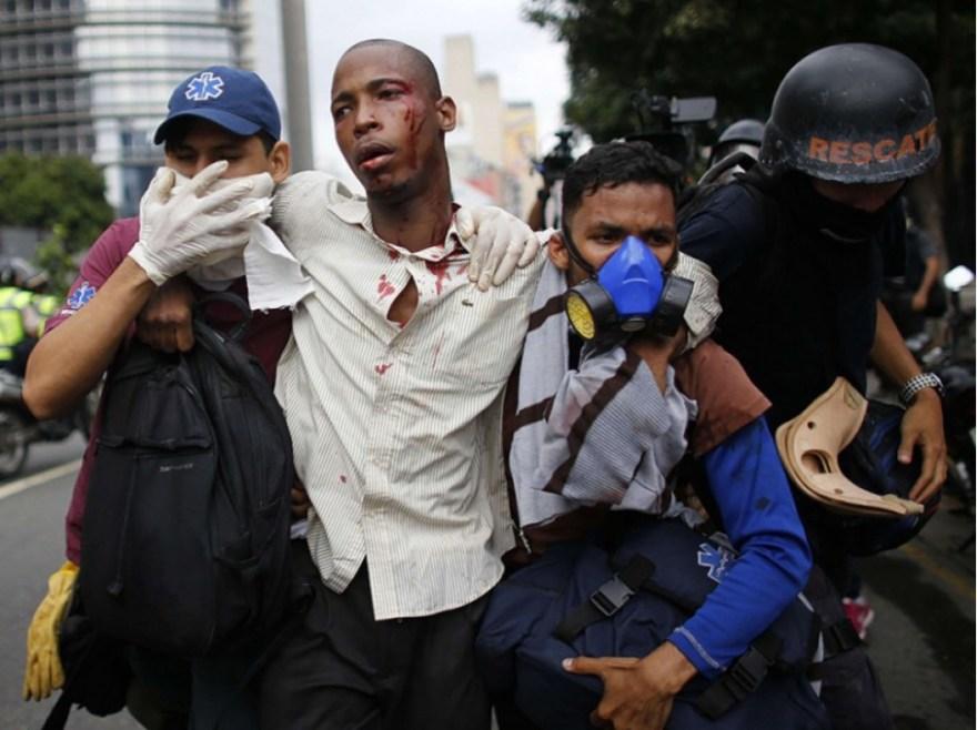 """""""Le Venezuela se lève contre la dictature (...) malgré la répression. Nous n'allons pas nous rendre"""", a promis Freddy Guevara, vice-président du Parlement, seule institution contrôlée par l'opposition."""
