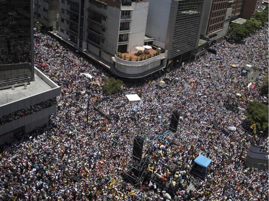 """Manifestation contre Nicolas Maduro à Caracas, le 8 avril. L'un des hauts dirigeants du chavisme, Diosdado Cabello, a déclaré lundi 24 avril """"qu'il n'y aurait pas d'élections générales, en aucun cas (...). Nicolas ne va partir."""""""