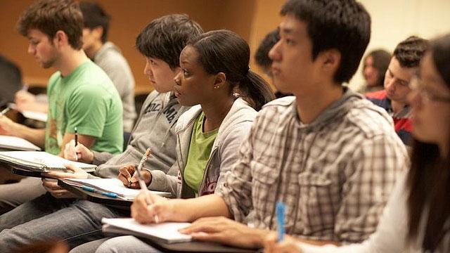 Truco para estudiar: coge apuntes a mano en lugar de con un laptop