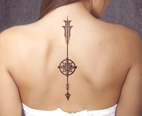Ejemplos de tatuajes en la columna para inspirarte